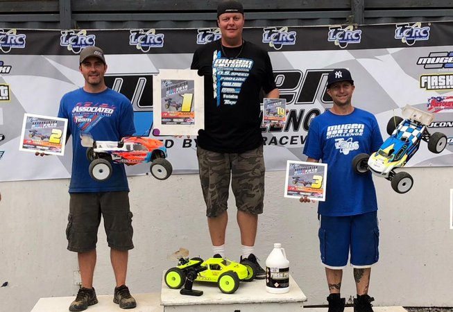 Main Photo: Drake wins nitro truck at 2018 Mugen Challenge with MBX8T