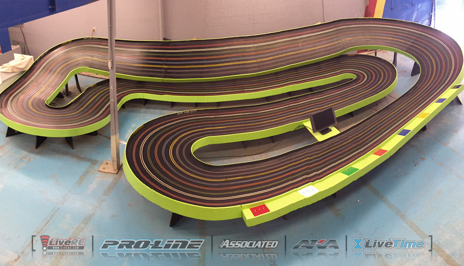 The Slot Car 1320 Raceway is a scaled-down quarter-mile drag strip complete with Christmas tree lights that signal the start - and pillows to catch the ... & CACTUS: A tour of Hobbytown SRS Phoenix Indoor Karting and the ... azcodes.com